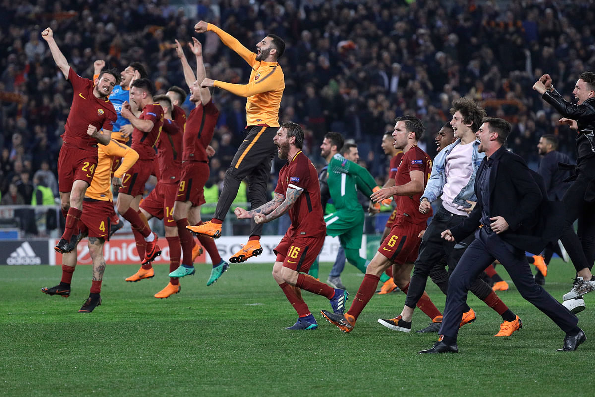 Roma players celebrate reaching the semifinals after the Champions League quarterfinal second leg soccer match between between Roma and FC Barcelona, at Rome's Olympic Stadium, Tuesday, April 10, 2018.