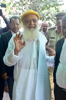 Jodhpur: Self-styled godman Asaram being taken to be produced before a Jodhpur court on Sep 17, 2015. (Photo: IANS)