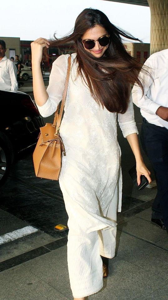 Deepika is all smiles as she's clicked outside the Mumbai airport.