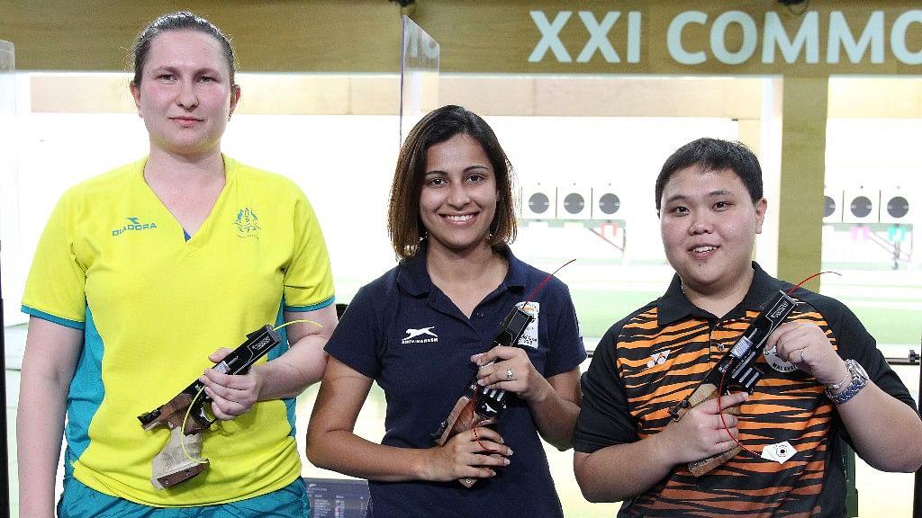 Heena Sidhu (center) with Silver medalist Elena Galiabovitch (left) and bronze medalist Alia Azahari (right) at the commonwealth games.