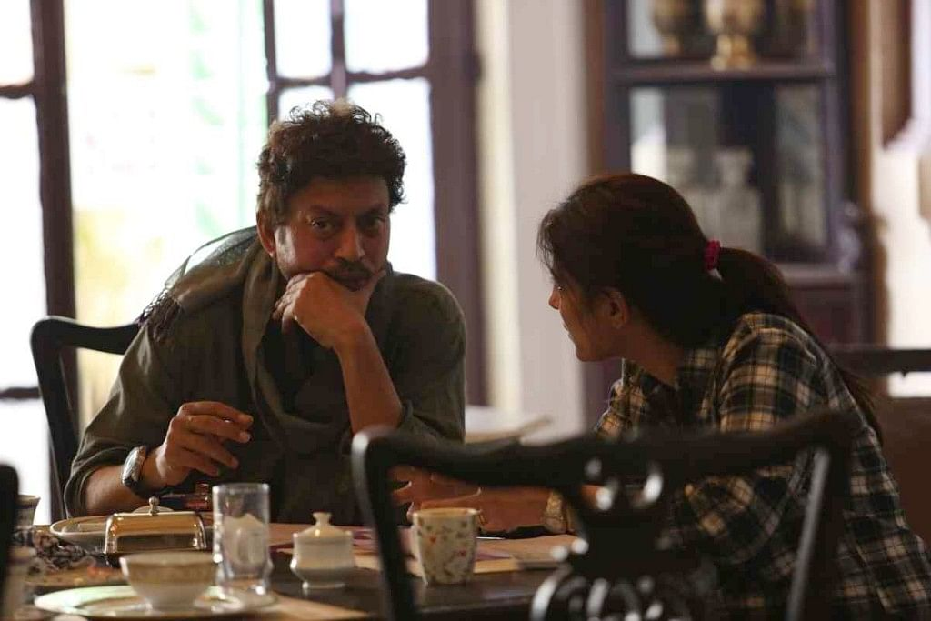 Irrfan Khan in discussion with Juhi Chaturvedi on the sets of <i>Piku.</i>