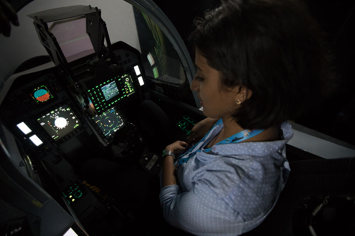 The only time I was away from deafening crowds was when I got to sit in the LCA Tejas simulator. Those were some wonderful moments of peace and calm.