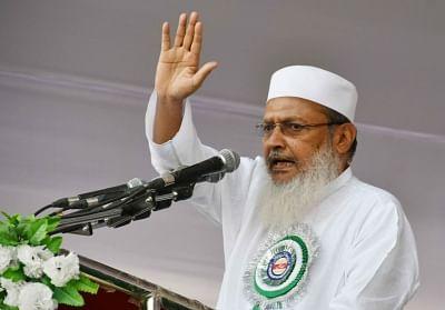 Patna: All India Muslim Personal Law Board (AIMPLB) general secretary Maulana Wali Rehmani addresses during