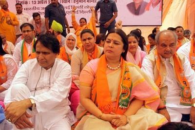 New Delhi: BJP leaders Vijay Goel, Suresh Prabhu, Meenakashi Lekhi and Narendra Singh Tomar observe a day-long fast to protest the disruption of Parliament