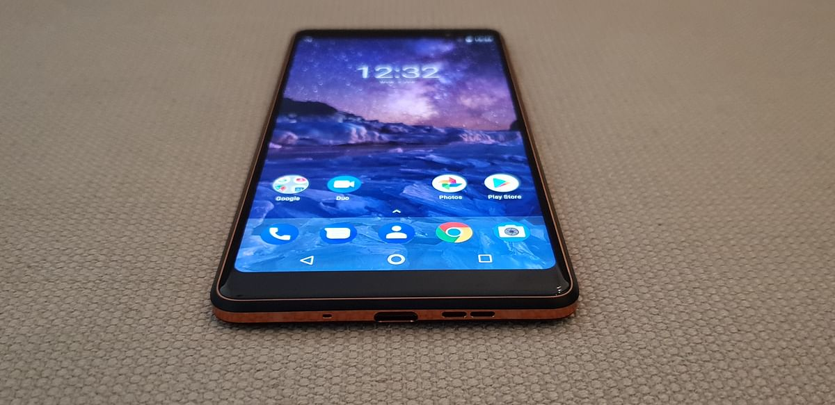 Nokia 7 Plus with an 18:9 ratio screen but still has bezels.