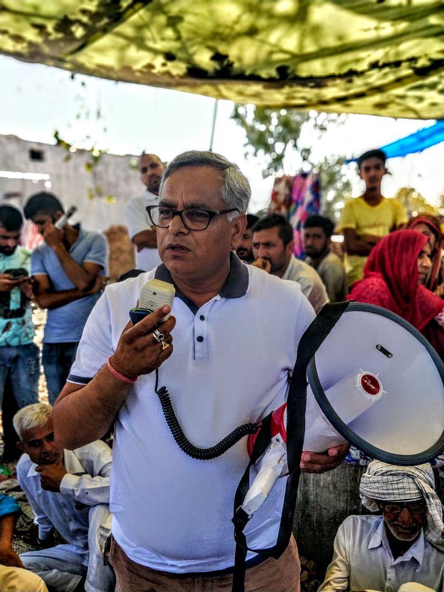 Kant Kumar speaking into the microphone at a Hindu Ekta Manch gathering.