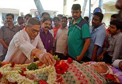 Bengaluru: People pay tribute to BJP MLA from Jayanagar, B. N. Vijay Kumar who passed way at Jayadeva Institute of Cardiology due to cardiac arrest in Bengaluru on May 4, 2018. (Photo: IANS)