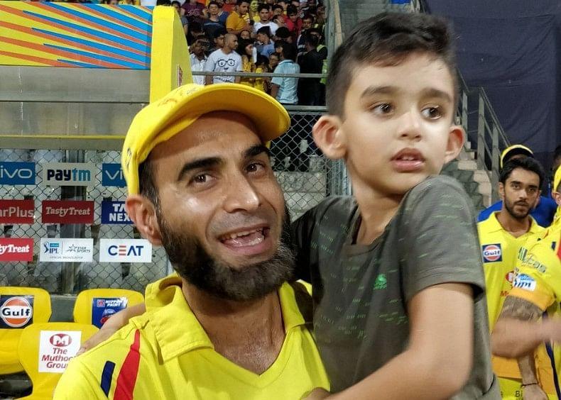 Gibran and dad Imran Tahir were clicked while enjoying CSK's IPL win.