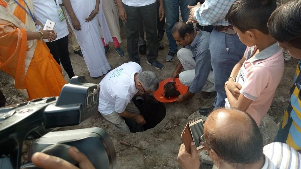 Secretary to the Ministry of Drinking Water and Sanitation Parameswaran Iyer joined CAG in emptying out the pits