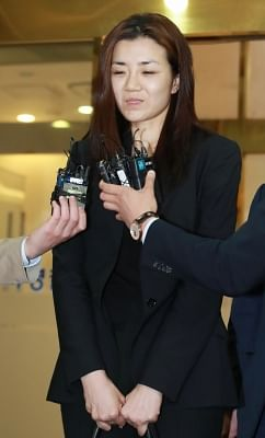 Seoul: Cho Hyun-min, a daughter of Korean Air Chairman Cho Yang-ho and former senior executive of the company, speaks to reporters at a Seoul police station on May 2, 2018, after undergoing questioning over allegations of assault and obstruction of business.(Yonhap/IANS)