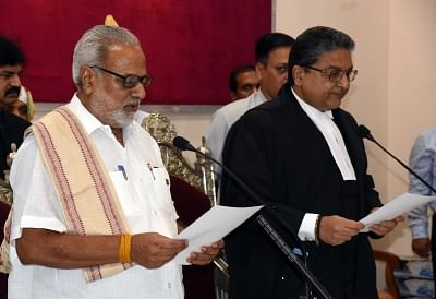 Bhubaneswar: Chief Justice of the Odisha High Court Vineet Saran administers the oath of office to Prof Ganeshi Lal during his swearing-in as the Governor of Odisha, at Raj Bhawan in Bhubaneswar on May 29, 2018. (Photo: IANS)