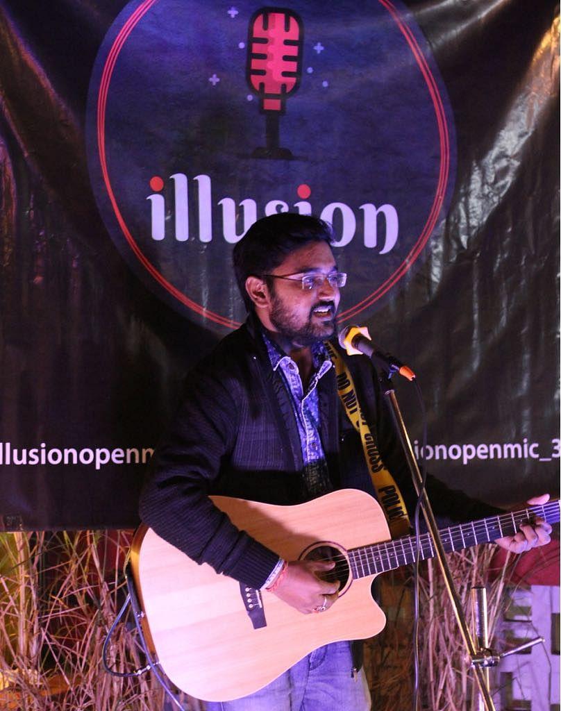 A participant performing at Illsuion.