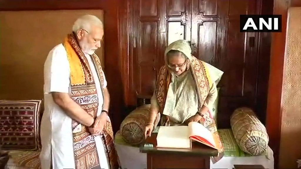 PM Modi, Mamata and Bangladesh PM Sheikh Hasina at Shantiniketan