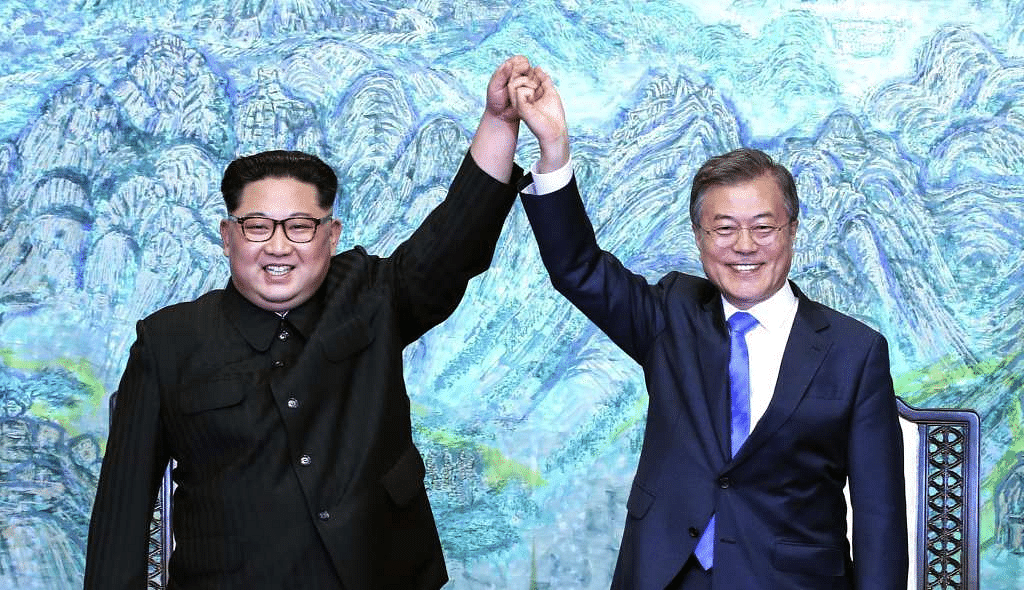 Kim Jong Un, North Korea's leader, with Moon Jae-in, South Korea's president, at the inter-Korean summit outside the Peace House in the village of Panmunjom in the Demilitarized Zone (DMZ) in Paju, South Korea, on 27 April, 2018.
