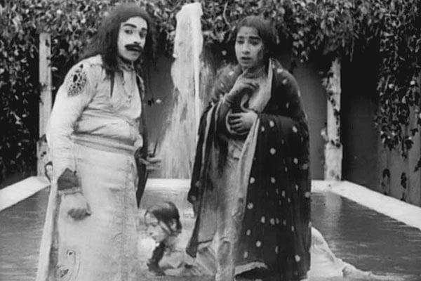 Dattatraya Damodar Dabke and Anna Salunke in a still from <i>Raja Harishchandra.</i>