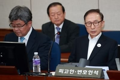 Seoul: Former President Lee Myung-bak (R) sits in a courtroom at the Seoul Central District Court on May 23, 2018, as he attends the first hearing over bribery, embezzlement, tax evasion and other charges. It marks Lee