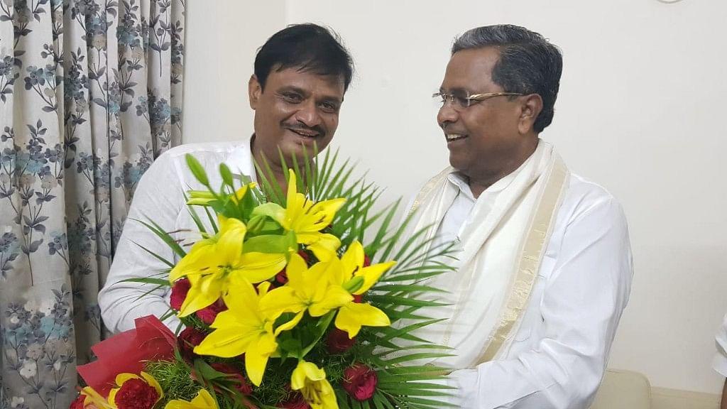 Munirathna with Siddaramaiah when he was in Congress.