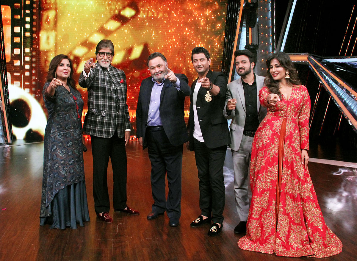 Amitabh Bachchan and Rishi Kapoor appeared on the sets of <i>Dance India Dance Li'l Masters</i> to promote <i>102 Not Out.</i>