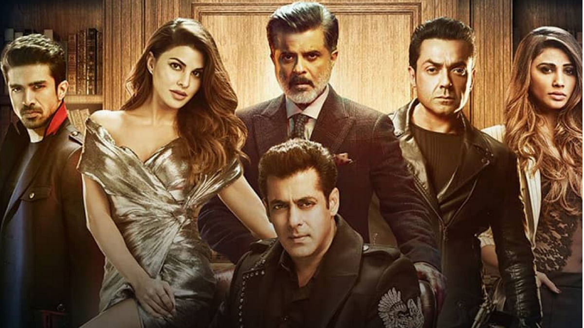 The poster of <i>Race 3</i>.