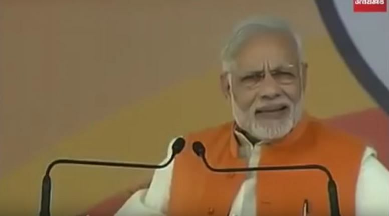 """A screengrab (from the show 'Shut Up Ya Kunal') that shows PM Modi delivering a speech, while claiming, """"<i>Hum toh fakeer aadmi hain, jhola lekar chal padenge.</i>''"""