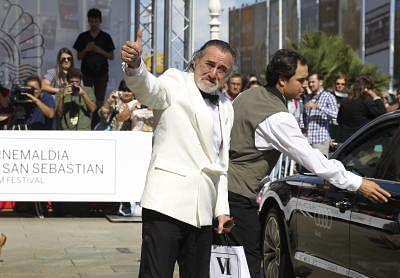 A double of US actor Robert De Niro poses outside the Hotel Maria Cristina in San Sebastian, northern region of the Basque Country, Spain, 18 September 2015. The San Sebastian International Film Festival will run from 18 to 26 September 2016. EFE/Juan Herrero/IANS