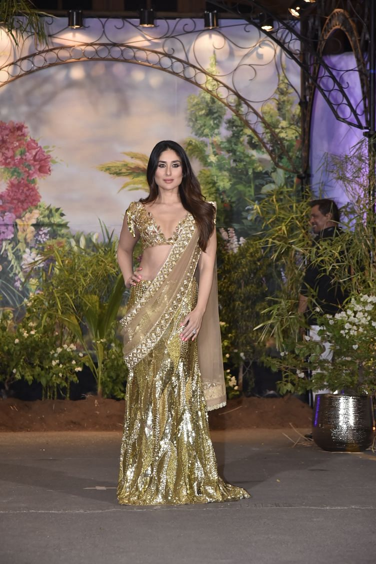 Kareena Kapoor looks stunning.