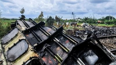 """HAVANA, May 19, 2018 (Xinhua) -- Rescuers work at the site where an airplane of Cuban airline """"Cubana de Aviacion"""" crashed, in Havana, Cuba, on May 18, 2018. At least three people have been found alive, but in critical condition, after a Boeing 737 passenger plane crashed near Havana on Friday, according to state newspaper Granma. (Xinhua/Joaquin Hernandez/IANS)"""