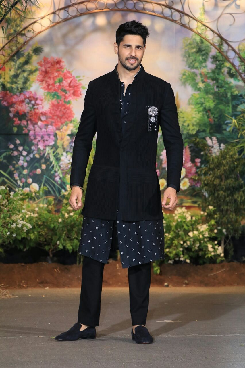 Siddharth Malhotra looks suave in black.