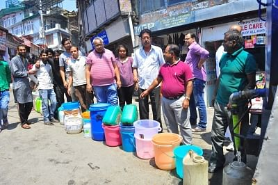 Shimla: People wait in a queue to collect water from a water tanker amid water crisis that has hit many parts of the country during summers, in Shimla on May 29, 2018. (Photo: IANS)