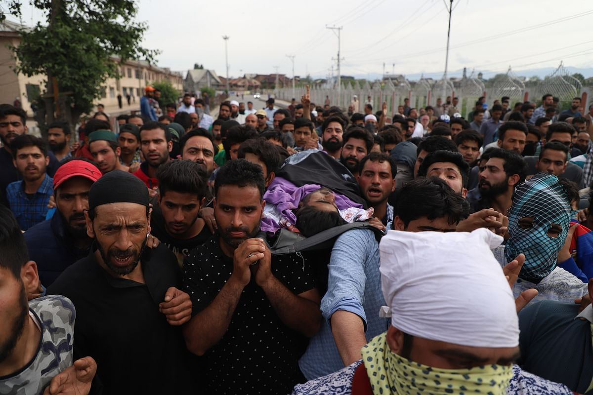 People carry Adil Ahmed Yadoo's body to the burial ground.