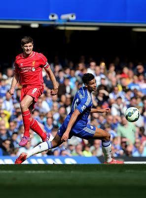 Steven Gerrard (L). (Xinhua/Han Yan)