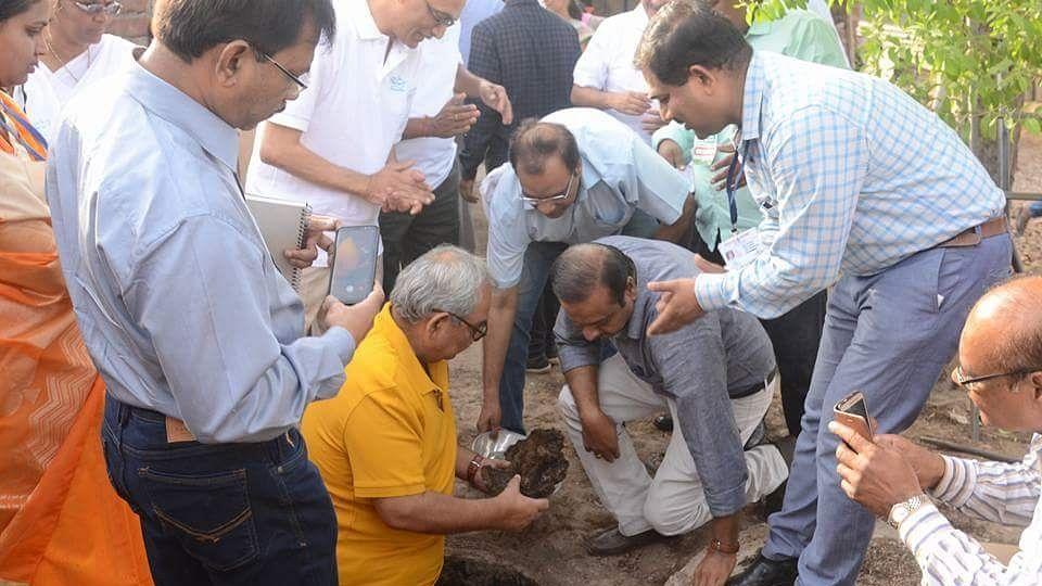 CAG Rajiv Meherishi emptied a twin-pit toilet.
