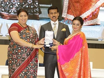 """New Delhi: Union Information and Broadcasting Minister Smriti Irani and Union MoS Information and Broadcasting felicitate actress Divya Dutta who bagged the Best Supporting Actress for """"Irada"""", which was named Best Film on Environment Conservation/Preservation at 65th National Film Awards ceremony, in New Delhi on May 3, 2018. (Photo: Amlan Paliwal/IANS)"""