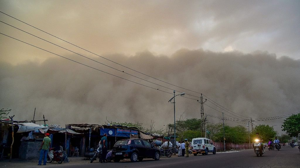 Powerful Dust Storm Wrecks Delhi