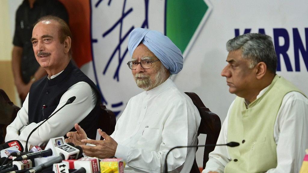 Manmohan Singh Goes All Guns Blazing on PM Modi in Bengaluru