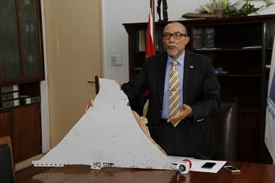 MAPUTO, April 20, 2016 (Xinhua) -- File photo taken on March 3, 2016 shows Joao de Abreu, director of the National Civil Aviation Institute of Mozambique, displaying a piece of an airplane during a news conference in Maputo, capital of Mozambique. The Australian Transport Safety Bureau on April 20, 2016 released a technical examination report, definitively saying the debris found in Mozambique was part of the lost Malaysia Airlines flight MH370. (Xinhua/Li Xiaopeng/IANS)