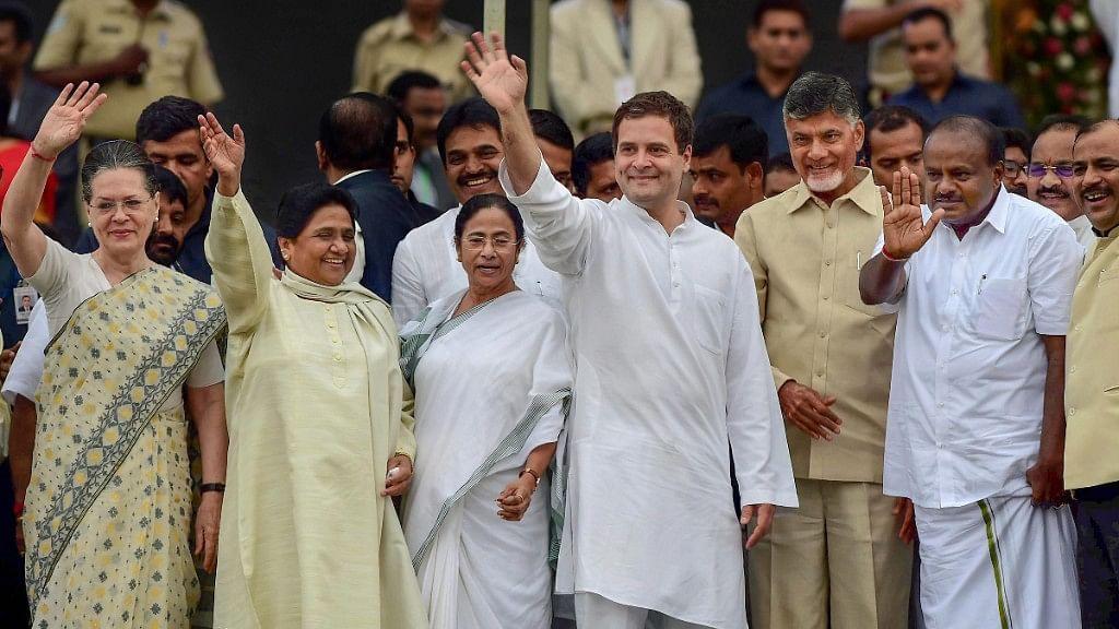 Karnataka Chief Minister HD Kumaraswamy, Andhra Pradesh CM N Chandrababu Naidu, AICC President Rahul Gandhi, West Bengal CM Mamata Banerjee, Bahujan Samaj Party (BSP) leader Mayawati and Congress leader Sonia Gandhi (right to left).