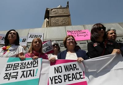 Seoul: A group of peace activists, including Northern Irish peace activist and Nobel Peace Prize laureate Mairead Maguire (3rd from L), rallies in Seoul on May 25, 2018, to call for the United States to hold a summit with North Korea as scheduled. U.S. President Donald Trump called off his meeting with North Korean leader Kim Jong-un on June 12, citing the North