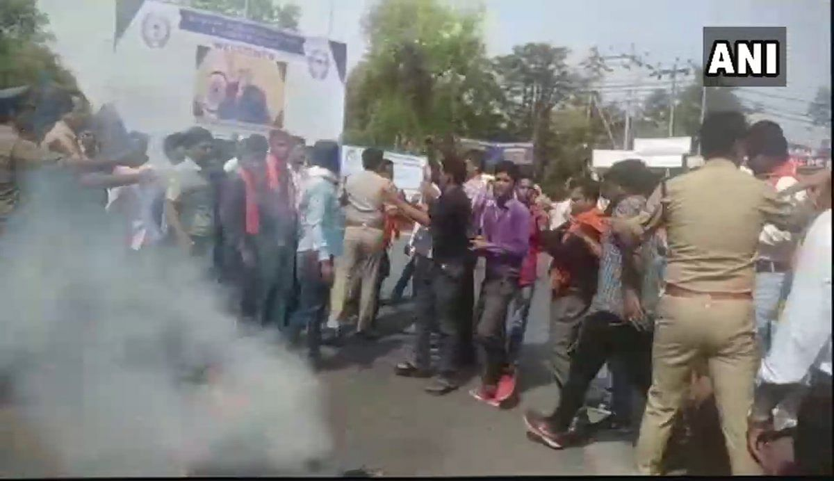 The AMU students alleged that the protesters were from Hindu Yuva Vahini, and were allowed to leave a police station even after being initially detained.