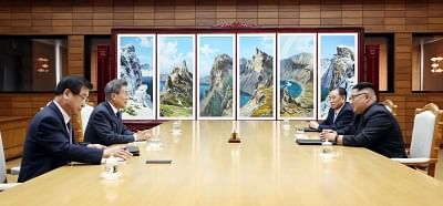 Panmunjom: In this photo provided by Cheong Wa Dae, South Korean President Moon Jae-in (2nd from L) speaks with North Korean leader Kim Jong-un (R) during their summit at Tongilgak on the northern side of Panmunjom in the Demilitarized Zone on May 26, 2018. Next to Moon is South Korea