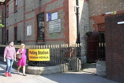 DUBLIN, May 26, 2018 (Xinhua) -- A couple enter a polling station in Dublin, Ireland, May 25, 2018. Nearly 70 percent of Irish voted to abolish Ireland