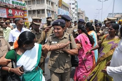Chennai: Police take away members of Joint Action Committee of Tamil Nadu Teachers