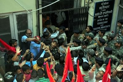 Shimla: People clash with security personnel during a demonstration against water shortage that has hit many parts of the country during summers, outside Executive Magistrate