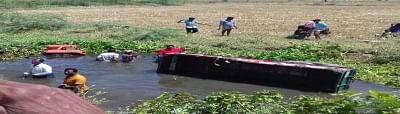 Yadadri: Rescue operations underway at the site where a tractor plunged into Musi canal near Veligonda killing 15 persons and injuring 15 others in Telangana