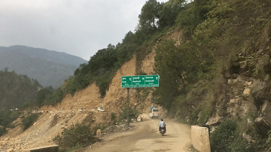 Steep cutting between Rudraprayag and Agustmuni.