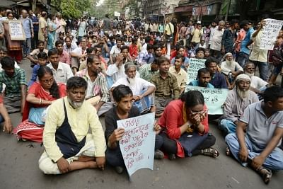 Kolkata: Left activists and members of the anti-power grid movement committee in West Bengal