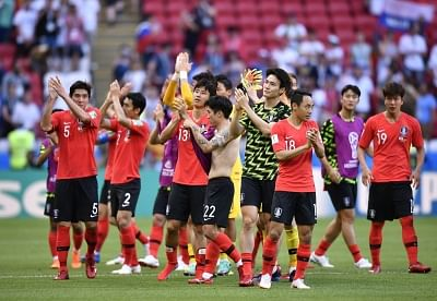 KAZAN, June 27, 2018 (Xinhua) -- Players of South Korea greet the audience after the 2018 FIFA World Cup Group F match between Germany and South Korea in Kazan, Russia, June 27, 2018. South Korea won 2-0. (Xinhua/Chen Yichen/IANS)