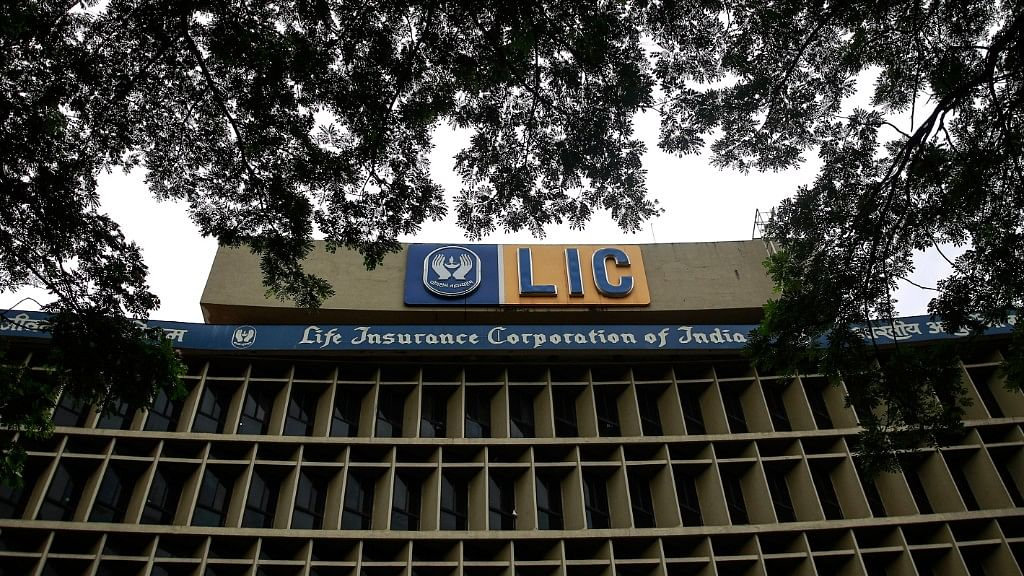 LIC Unions Begin 'Lunch Break' Protest Against Divestment on 3 Feb