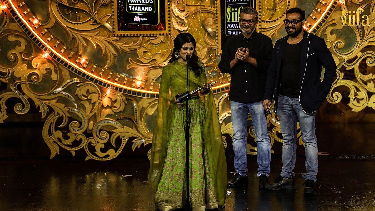 Konkana SenSharma Receives Award For Debut Director!