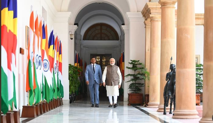 Indian PM Modi (R) with Seychelles President Danny Faure.